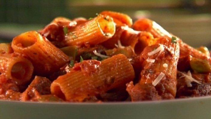 chicken-sausage-rigatoni-in-a-spicy-vodka-sauce