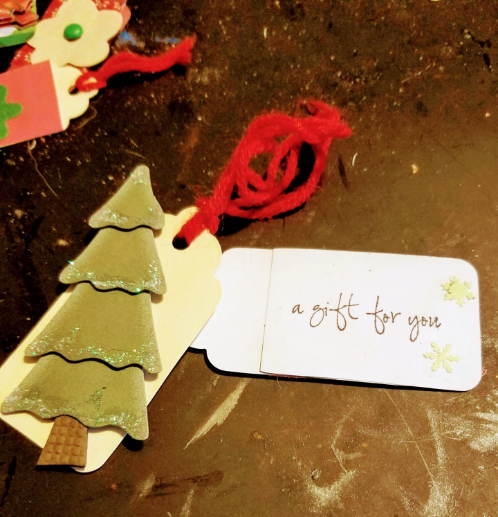 Kids Crafts * DIY Christmas Tags